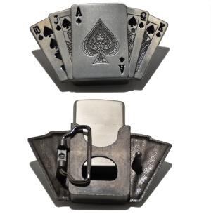 Gürtelschnalle Spielkarten Motiv mit Benzinfeuerzeug